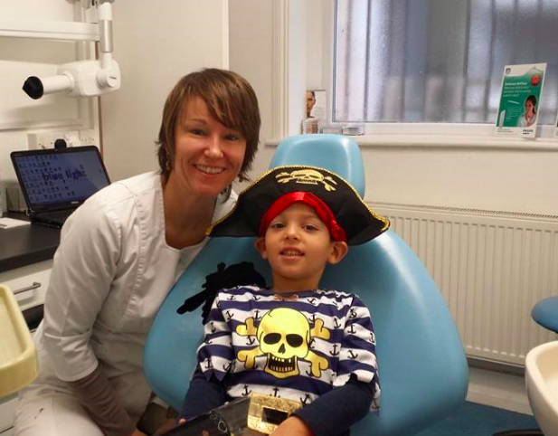 Monika and a child at the dentist in London